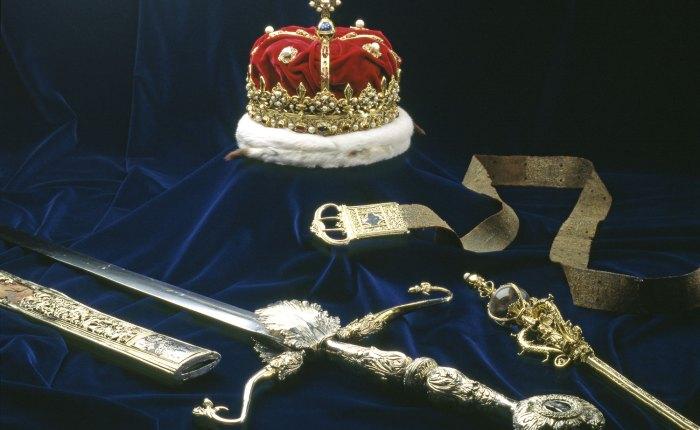 """116. Salwa armatnia """"at 1 o'clock"""" w królewskim zamku wEdynburgu."""